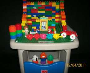 STEP 2 LEGO DUPLO MEGA BLOCKS BUILDING STORAGE TABLE WITH 230+ BLOCKS