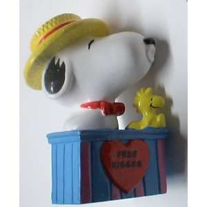 Vintage Pvc Figure :Peanuts Snoopy Kissing Booth