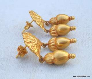 VINTAGE ANTIQUE SOLID 18 CARAT GOLD STUD EARRING PAIR RAJASTHAN INDIA
