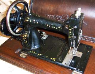 1890s New White Peerless model B Hand Crank Sewing Machine